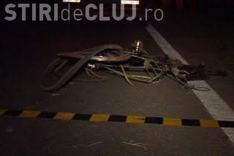 Un biciclist a fost lovit de un sofer, care a disparut de la locul accidentului
