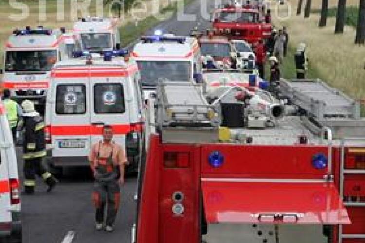 Accident in Ungaria. Un roman a murit si noua au fost raniti dupa ce un autocar si doua microbuze s-au ciocnit
