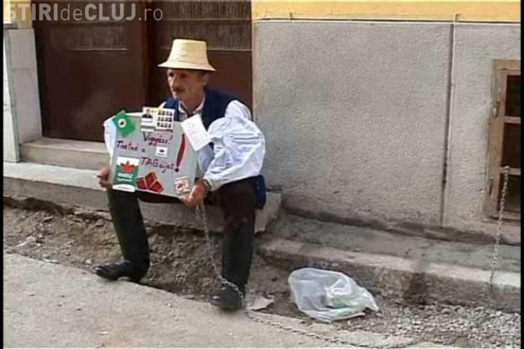 VIDEO: Un barbat din Sic s-a legat cu lanturi de sediul UDMR din Cluj. El protesteaza fata de excluderea sa din partid!