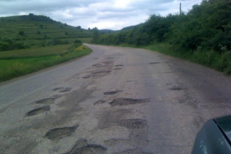 Ce drumuri județene din Cluj intră în reparație curentă. Lucrările costă 1.500 de euro