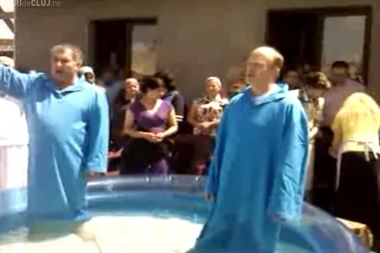 Romii de la Pata Rât botezați de penticostali - VIDEO
