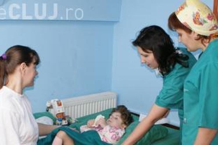 Angajații de la Institutul de Urologie Cluj amenință cu greva, pentru că nu primesc bonuri de masă