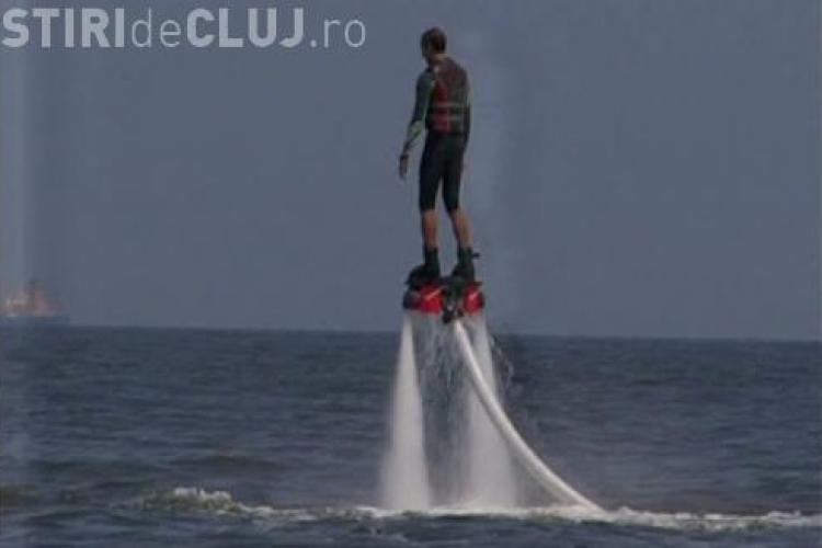 Flyboard-ul, noua fiță de pe litoral. Primarul Mazăre a testat aparatul - VIDEO