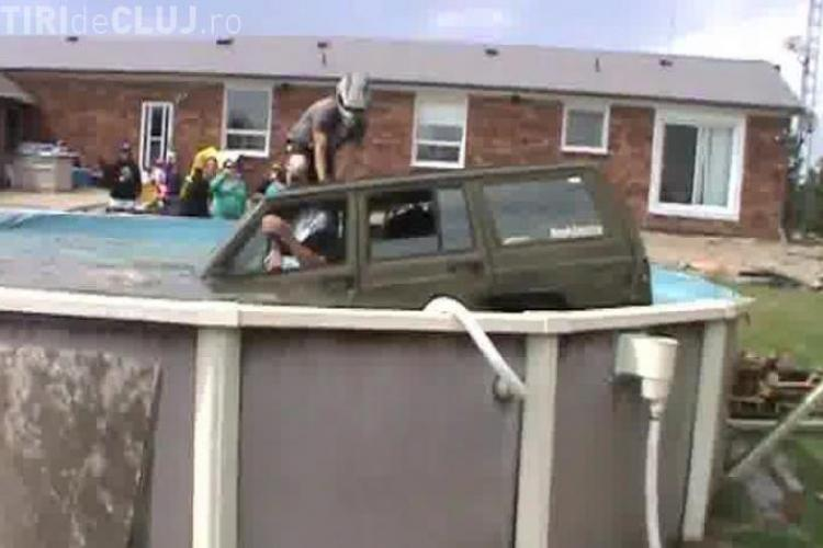 Un canadian a încercat să sară cu Jeep -ul peste piscină. Ce s-a întâmplat - VIDEO