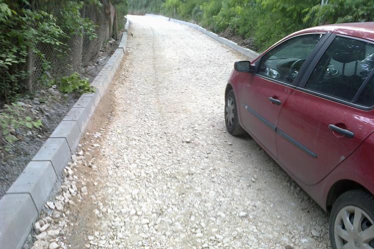 La capătul străzii Donath se asfaltează un drum pe care nu încap două mașini - FOTO
