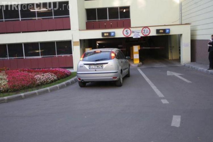"""Cluj - Concert coral pentru """"oameni şi parcare"""" în parkingul din Piaţa Lucian Blaga"""