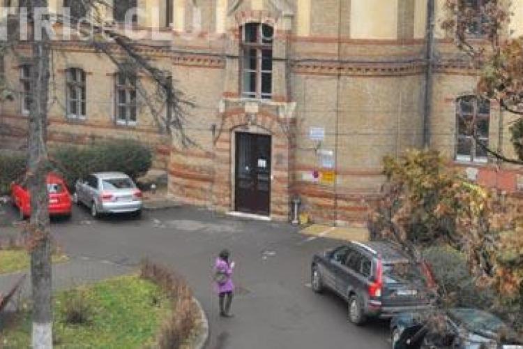 Situație dramatică la Clinica Ginecologie 1 din Cluj. Numai în România poți primi aparatură ultramodernă pe care să o ții în PRAF și MOLOZ
