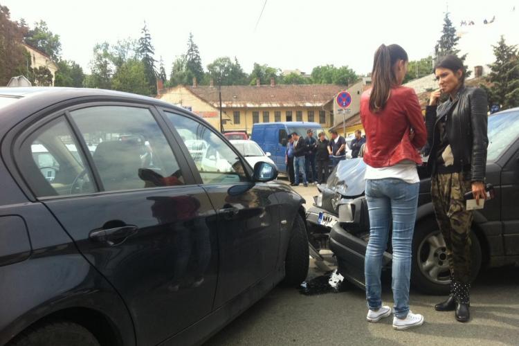 Accident pe Avram Iancu, în fața Cimitirului central - FOTO și VIDEO