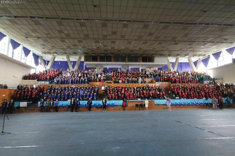 Ceremonia de absolvire a studenților de la UTCN! Imagini de la festivitatea de la Sala Sporturilor Cluj - FOTO