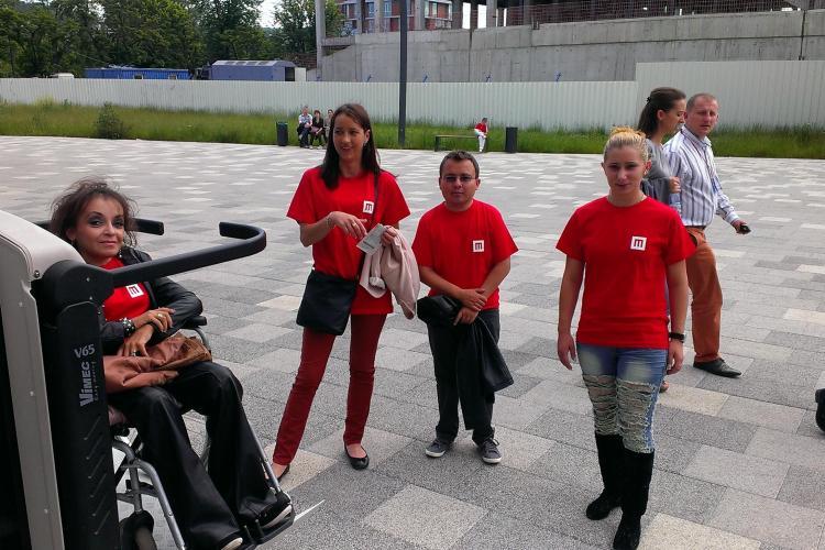"""Lecţie ÎNVĂŢATĂ!: Persoanele """"ţintuite"""" în scaun cu rotile au avut acces liber la concertul UB 40 de pe Cluj Arena - FOTO"""