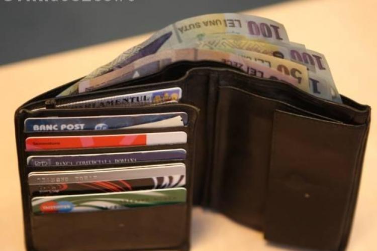 Gest EXTRAORDINAR! O clujeancă a găsit un portofel cu 300 de lei și l-a predat la poliție