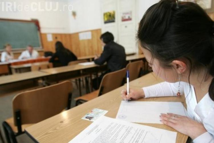 BAC CLUJ 2013: Peste 300 de absenți la a patra probă scrisă. Doi elevi au fost dați afară din sală