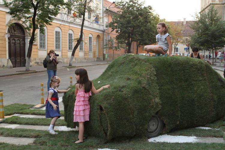 Cât de bine arată strada Kogălniceanu pietonală și cu gazon - Galerie FOTO