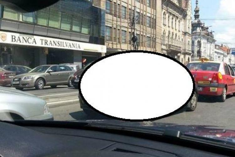 IMAGINEA ZILEI: Cum a ieșit un elev clujean în trafic după ce a aflat că a luat bacul FOTO