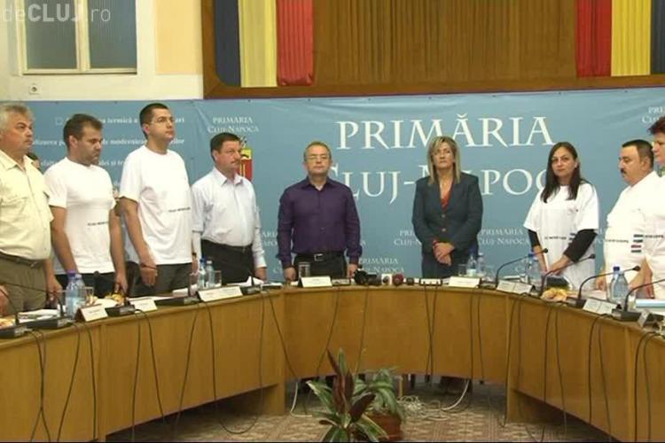 """""""Dinozaurii"""" din Consiliul Local Cluj-Napoca, aduși de Boc la Primărie la MIEZUL NOPȚII - VIDEO"""