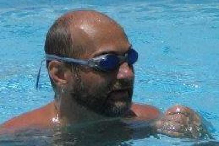 Competiție de înot caritabilă cu Farmec(P)