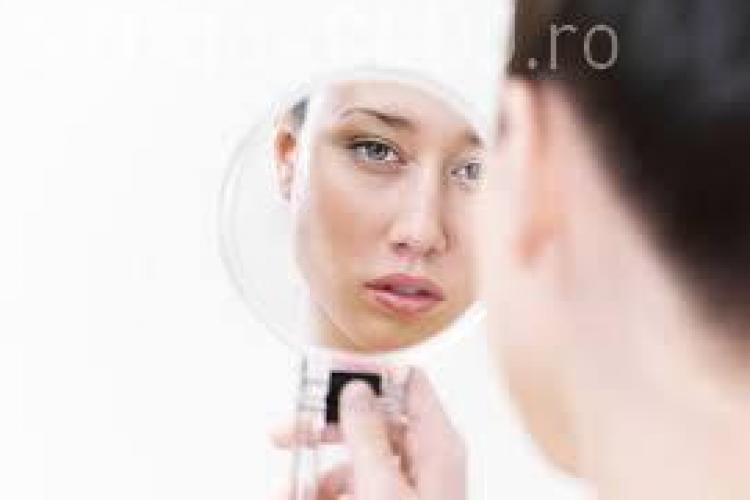 Ce afecțiuni poți descoperi privindu-te în oglindă