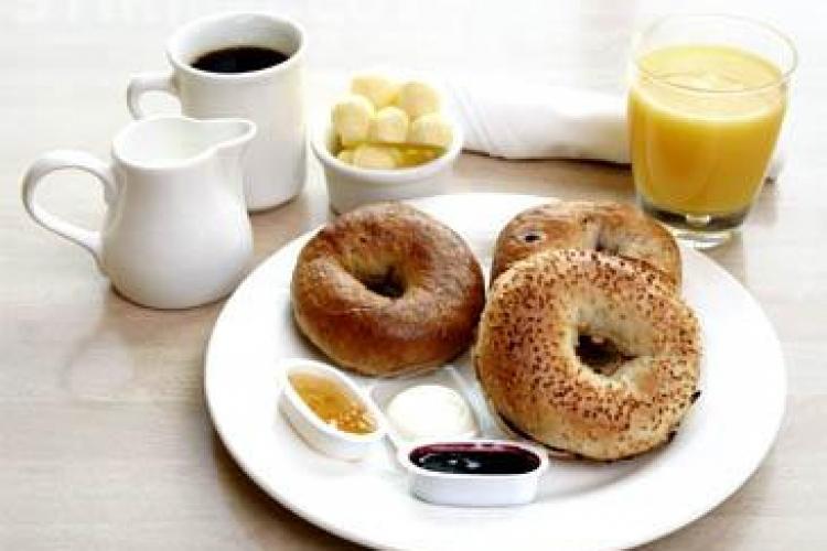 5 rețete utile pentru un mic dejun în zilele toride