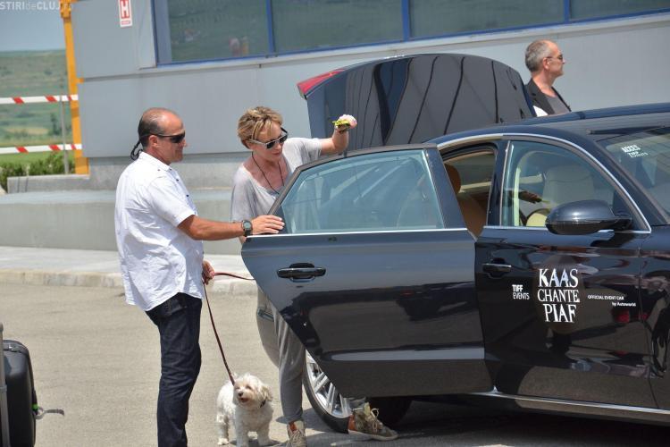 Patricia Kaas a ajuns la Cluj - FOTO de la aeroport