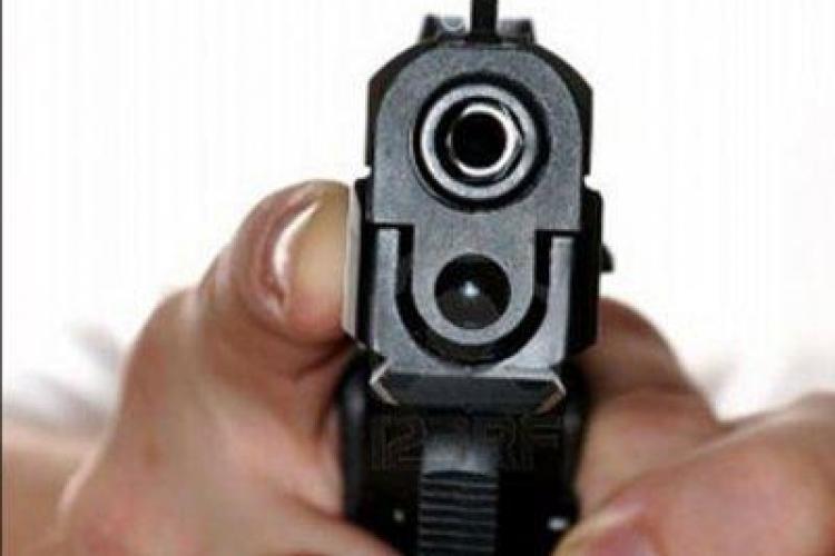 Poliția a tras cu pistolul în Piața Gării după Lăcătuș