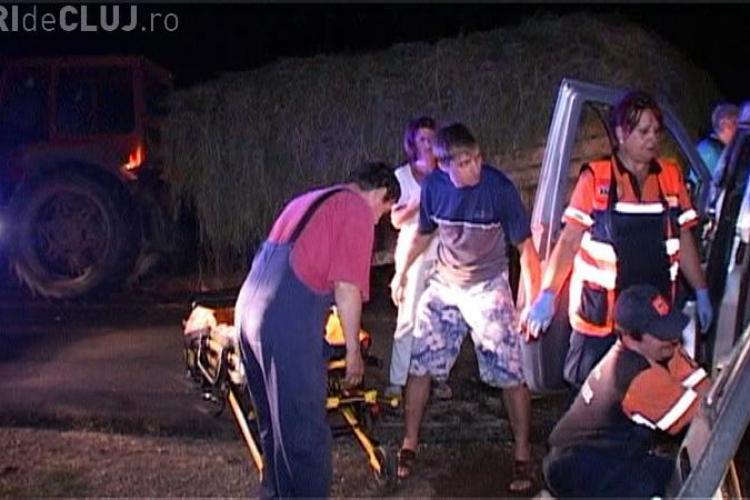 Un microbuz cu 6 muncitori din Dej a intrat sub un tractor nesemnalizat la Sanmarghita - VIDEO