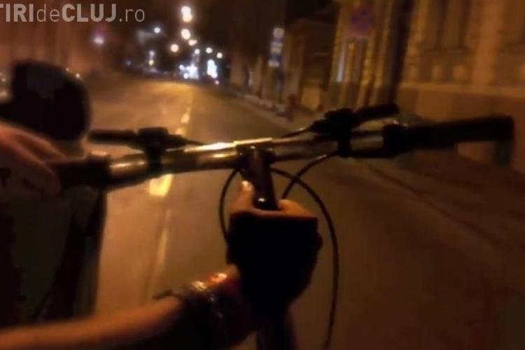 Imaginea bicicliștilor clujeni ȘIFONATĂ de aceste imagini. Un biciclist ȘOCHEAZĂ noaptea, în centrul Clujului - VIDEO