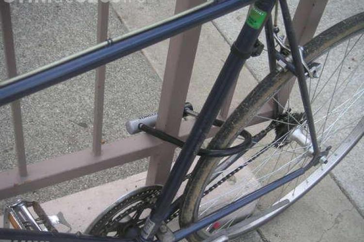 Două clujence prinse după ce au furat 6 biciclete din Mănăștur