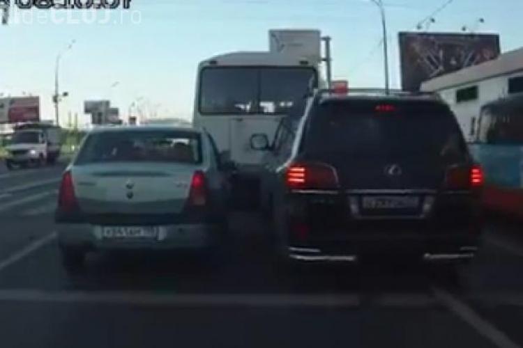 DUEL Logan vs. Lexus pe o șosea din Rusia. Cine a câștigat