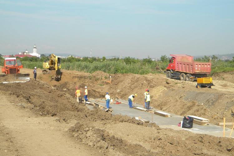 Cum se lucrează la devierea pârâului Becaș. Lucrările vor fi gata până la finalul lunii august - Galerie FOTO cu șantierul
