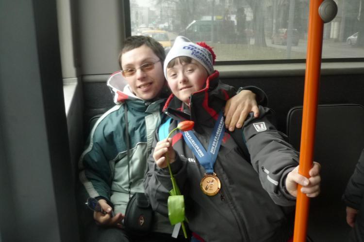 Povestea unui alt tânăr clujean cu Sindrom DOWN care a REUȘIT: Mihai a luat BAC -ul și are o iubită - FOTO