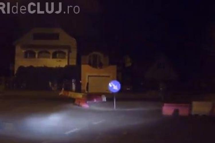 """Au demontat sensul giratoriu din Gheorgheni și au """"baricadat"""" drumul - VIDEO"""