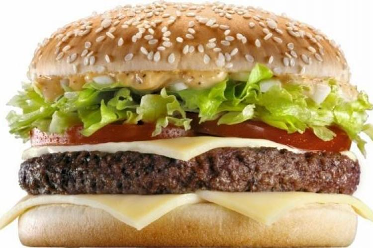 Descoperire dîntr-un sandviș de la McDonald's care l-a dezgustat - FOTO