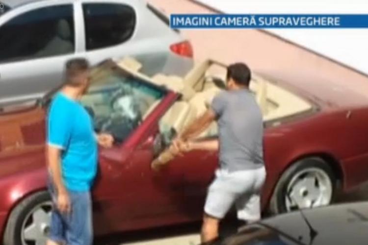 A ridicat ștergătoarele unei decapotabile, dar a fost luată la bătaie de șofer. Soţul ei i-a făcut praf maşina agresorului - VIDEO