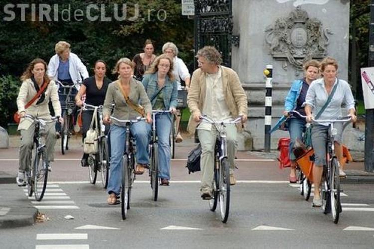 Noul cod rutier a intrat în vigoare. Vezi cum îi afectează pe bicicliști