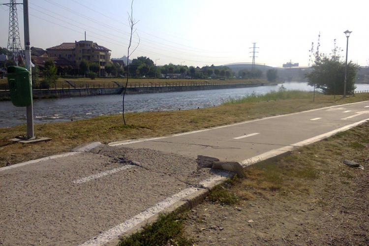 Pista de pe marginea Someșului, capcană pentru bicicliști FOTO