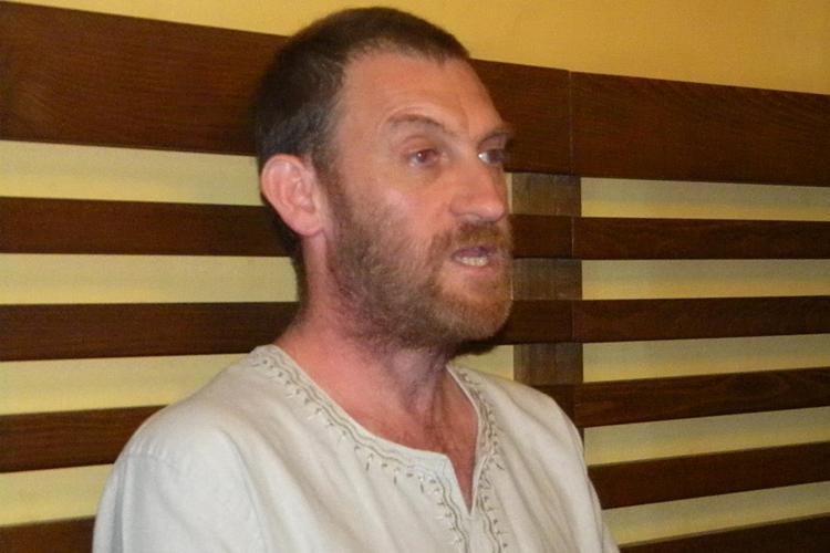 Clujeanul arestat pentru că a dus în Marea Britanie 145 de COSONI de AUR DACICI îi ATACĂ pe procurori