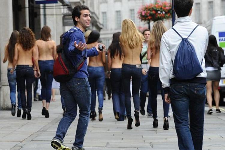 Campanie inedită! Ce au văzut acești bărbaţi când manechinele s-au întors?