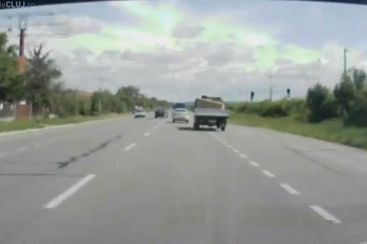 """El e """"meseriașul șoselelor""""! La Jucu, pe DN 1C, îi bagă în sperieți pe ceilalți șoferi - VIDEO"""