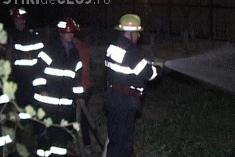 Incendiu la Mintiul Gherlii. O casă a fost aproape mistuită de flăcări VIDEO
