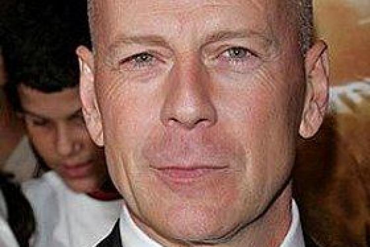 Bruce Willis laudă femeile: Sunt mai inteligente decât bărbații și ar trebui să conducă lumea