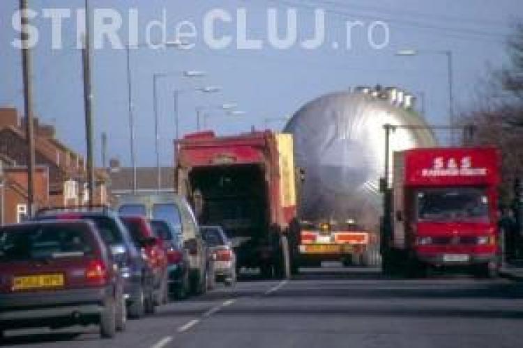 Un transport agabaritic blochează drumul Dej - Cluj-Napoca - Turda. VEZI întreaga rută AFECTATĂ