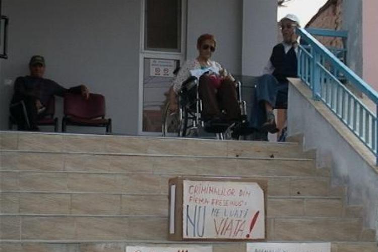 Dependenții de dializă din Dej fac greva foamei. Centrul de dializă va fi închis, iar ei PLIMBAȚI la Cluj-Napoca