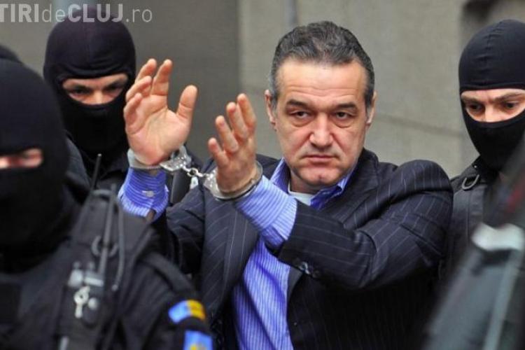 Gigi Becali a găsit 1000 de euro în buzunarul de la pantaloni și i-a predat gardienilor