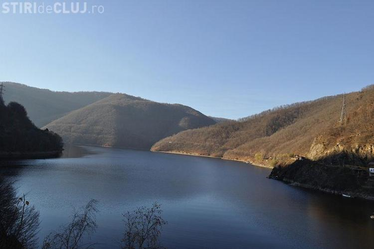 Un bărbat s-a sinucis, aruncându-se în lacul Tarnița