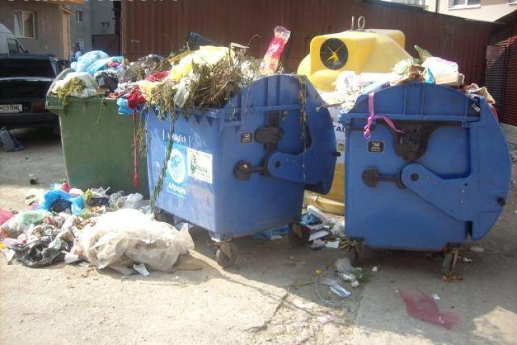 Clujenii se plâng de gunoiul lăsat în drum pe strada Cojocnei FOTO