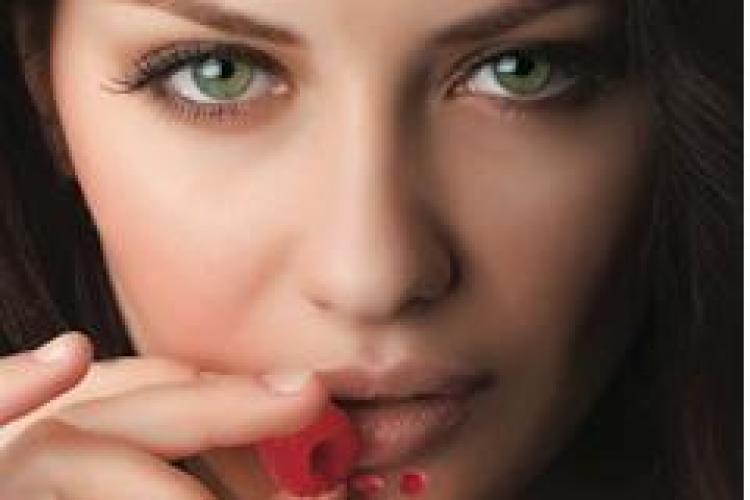 """Terapia Vampir la Clinica Dermavision Cluj! Tratamentul vedetelor oferă """"tinerețe fără bătrânețe"""" pentru tenul tău (P)"""