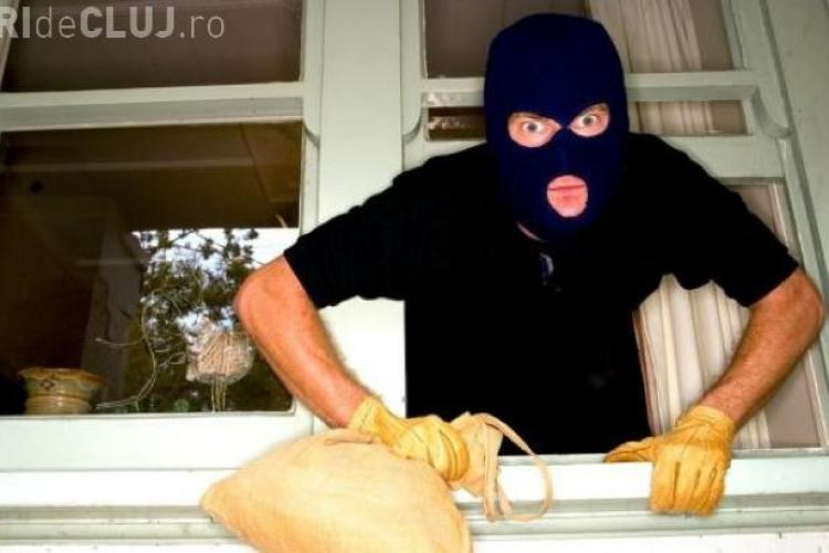 Un clujean s-a trezit noaptea cu hoțul în baie! L-a fugărit pe stradă cu fiul său