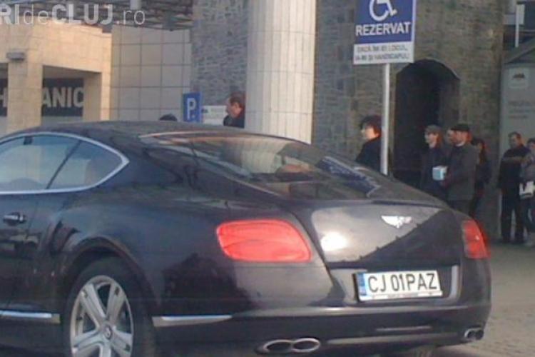 Paszkany a parcat la Polus Center, pe locul cu handicap și i-a AMENINȚAT pe paznici