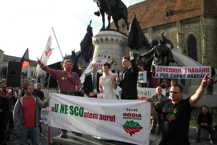 O mireasă a fost dusă la protestul Roșia Montană, din Piața Unirii - FOTO și VIDEO