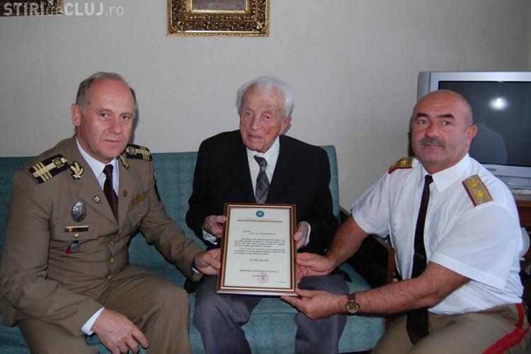 """Un veteran de război clujean de 105 ani a fost premiat de Infanteria """"Gemina"""""""